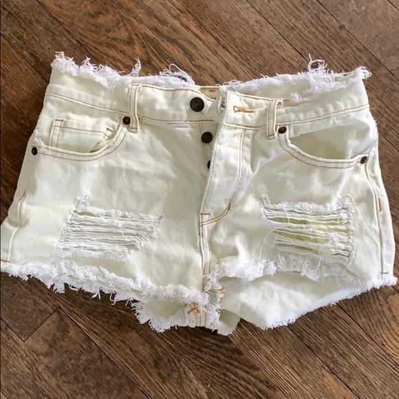 Brandy Melville Pants - Brandy Melville jean shorts